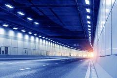 Трассировка вышла вождением автомобиля в тоннель Стоковые Фото