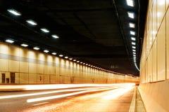 Трассировка вышла вождением автомобиля в тоннель Стоковая Фотография
