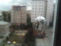 Трассировка от пули на стекле Стоковые Фотографии RF