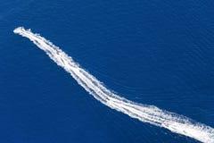 Трассировки шлюпок на воде Стоковое Изображение
