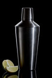 Трасучка коктеила на черной предпосылке Стоковое Изображение RF