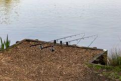 Тратить время на рыбной ловле озера Стоковые Фото