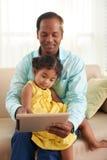 Тратить свободное время с маленькой дочерью Стоковые Изображения RF