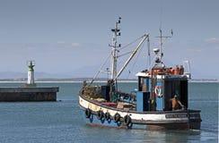 Траулер рыбной ловли на Kalkbay Стоковое фото RF