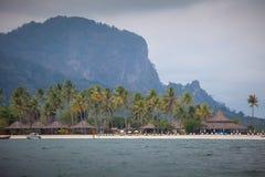 Традиционная деревня на море с голубым небом стоковое фото