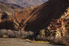 Традиционная деревня berbers в высокой горе атласа Стоковая Фотография RF