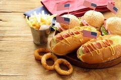 Традиционная еда для торжества 4-ое июля Стоковые Изображения RF
