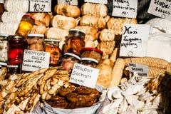 Традиционная заполированность курила oscypek сыра на внешнем рынке в Zakopane Стоковая Фотография