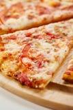 Традиционная итальянская пицца - пицца Margherita Стоковая Фотография RF