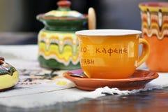 Традиционная красочная чашка гончарни для кофе Стоковое фото RF