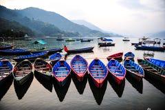 Традиционная местная шлюпка в озере, Непале Стоковое Изображение RF