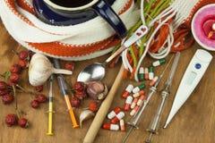 Традиционная медицина против холодов и гриппа Чай плода шиповника Обработка заболевания Стоковое Изображение RF