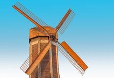 Традиционная предпосылка мельниц ветра небесно-голубая Стоковая Фотография