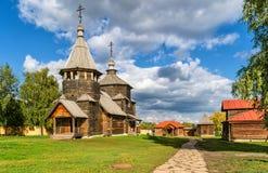 Традиционная русская деревянная церковь в Suzdal, России Стоковая Фотография RF