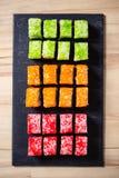 Традиционная японская еда, различные виды суш на черном камне Стоковое Изображение RF