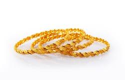 традиционное золота bangles индийское Стоковые Изображения
