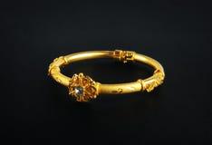 традиционное золота bangles индийское Стоковая Фотография