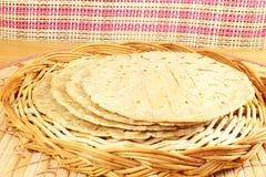 Традиционное индийское домашнее сделанное paratha chapati roti индийский плоский хлеб или индийский tortilla Nan Стоковые Фотографии RF