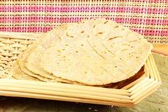 Традиционное индийское домашнее сделанное paratha chapati roti индийский плоский хлеб или индийский tortilla Nan Стоковое Фото