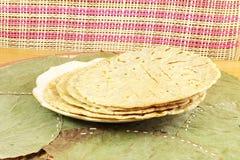 Традиционное индийское домашнее сделанное paratha chapati roti индийский плоский хлеб или индийский tortilla Nan Стоковые Изображения