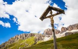 Традиционное Crufix в зоне Dolomiti - Италии Стоковые Изображения RF