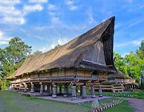Традиционное longhouse короля Batak стоковые изображения rf