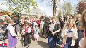Традиционно одетые участники торжества 17-ого мая Стоковые Фотографии RF