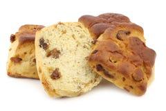 Традиционные английские scones с изюминками и отрезком одним Стоковое Фото