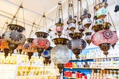 Традиционные винтажные турецкие лампы, фонарики (glas мозаики смертной казни через повешение стоковое изображение rf