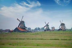 Традиционные голландские ветрянки с каналом около Амстердама Стоковое Изображение RF