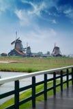 Традиционные голландские ветрянки с каналом около Амстердама Стоковое Фото