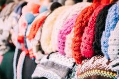 Традиционные европейские теплые одежды - крышки, шляпы на рождестве зимы Стоковые Изображения RF