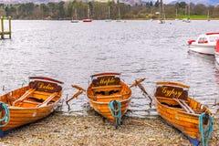 Традиционные деревянные весельные лодки на windermere озера в английском районе озера Стоковые Фото