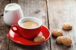Традиционные итальянские печенья и чашка кофе Стоковые Изображения