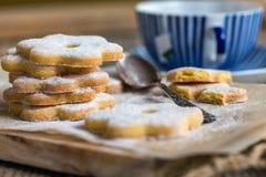 Традиционные итальянские печенья и чашка чаю Стоковая Фотография RF