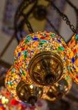 Традиционные красочные лампы на грандиозном базаре, Стамбуле, Турции Стоковое Изображение RF