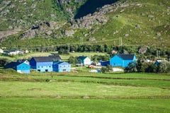 Традиционные норвежские красочные дома, острова Lofoten, Норвегия Стоковое Фото