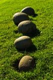 Традиционные округленные камни перед домом на Fljotsdalur Стоковая Фотография
