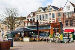 Традиционные дома на квадрате в Лейдене, Нидерландах Стоковое Фото