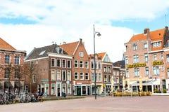 Традиционные дома на квадрате в Лейдене, Нидерландах Стоковое фото RF