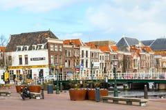 Традиционные дома на квадрате в Лейдене, Нидерландах Стоковые Фото