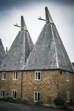 Традиционные дома oast Кента в южной Англии Стоковые Изображения RF