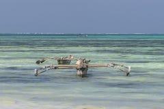 Традиционные рыбацкие лодки на пляже стоковая фотография