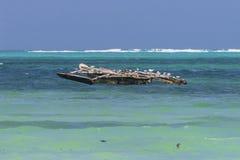 Традиционные рыбацкие лодки на пляже стоковое фото rf
