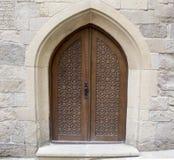 Традиционные старые дверь и стена Стоковая Фотография