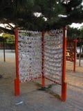 Традиционные японские прокладки бумаги с написанными удачами Стоковое фото RF