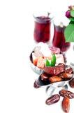 Традиционный арабский комплект чая и высушенные даты Стоковая Фотография RF