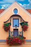 Традиционный балкон с цветками, Европа стоковые изображения rf