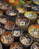 Традиционный восточный стиль украсил орнаментальную керамическую гончарню Стоковые Фото