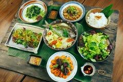 Традиционный въетнамский поднос еды для обедающего или обеда Стоковые Фотографии RF